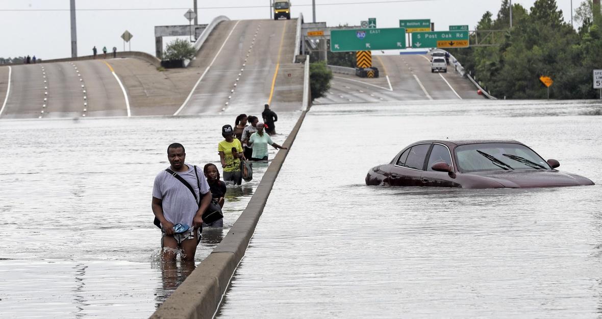 Houston DA is threatening life in prison to hurricane survivors who need food